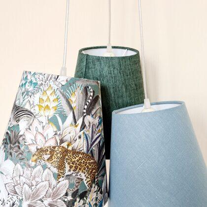 Pušķu lampa ar 3 vienāda izmēra abažūriem bērnu istabai