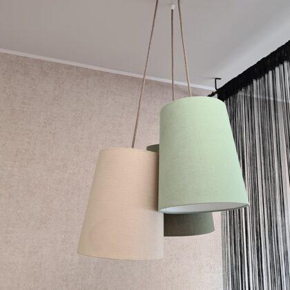 Pušķu lampa ar 3 lielākiem abažūriem