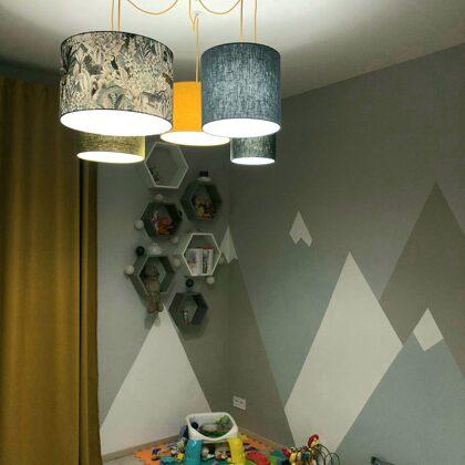 """""""Zirneklīša"""" formas griestu lampa ar 5 dažādiem abažūriem"""